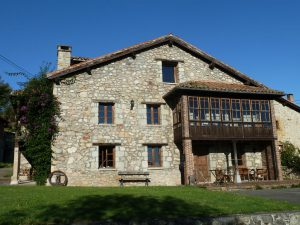 Vista exterior de la casa rural La Cortina en Cabrales
