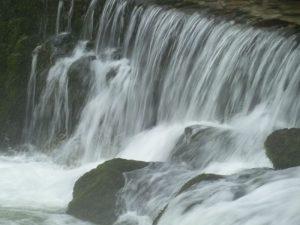 Cascada salmonera en el río Cares, Cabrales