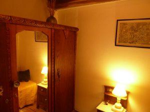 Vestidor de la habitación suite de la casa rural La Cortina en cabrales