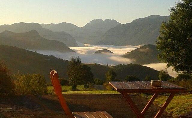 Mar de nubes sobre Cabrales a la hora del desayuno