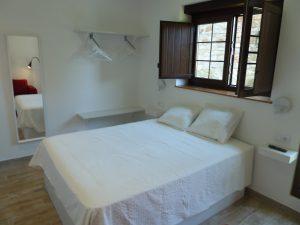 Habitación doble con ventanal en Cabrales